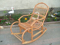 Кресло-качалка плетеное из лозы с подлокотниками плетеными к низу