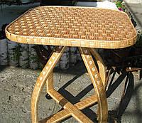 Плетеній стол на роликах из лозі