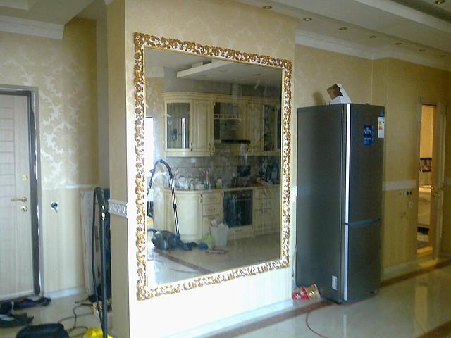 Зеркало влагостойкое с установкой и доставкой в Киеве
