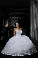 Пышное свадебное платье с юбкой из фатина и атласными лентами