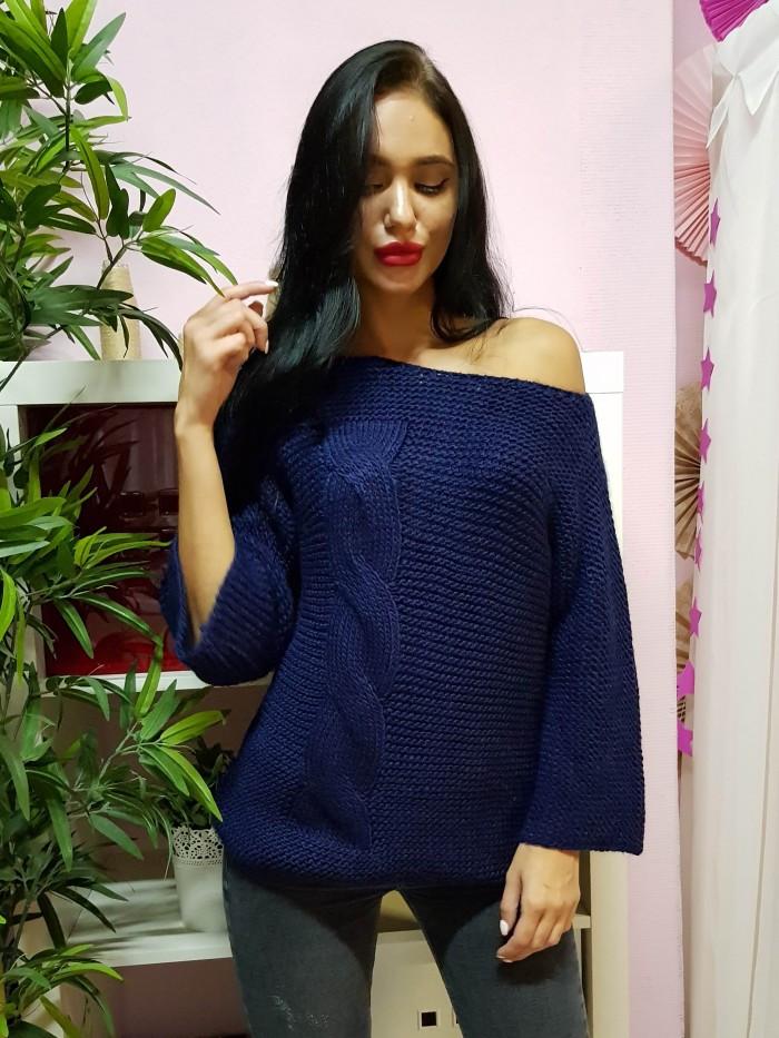 Модный свитер крупной вязки темно-синего цвета 1971