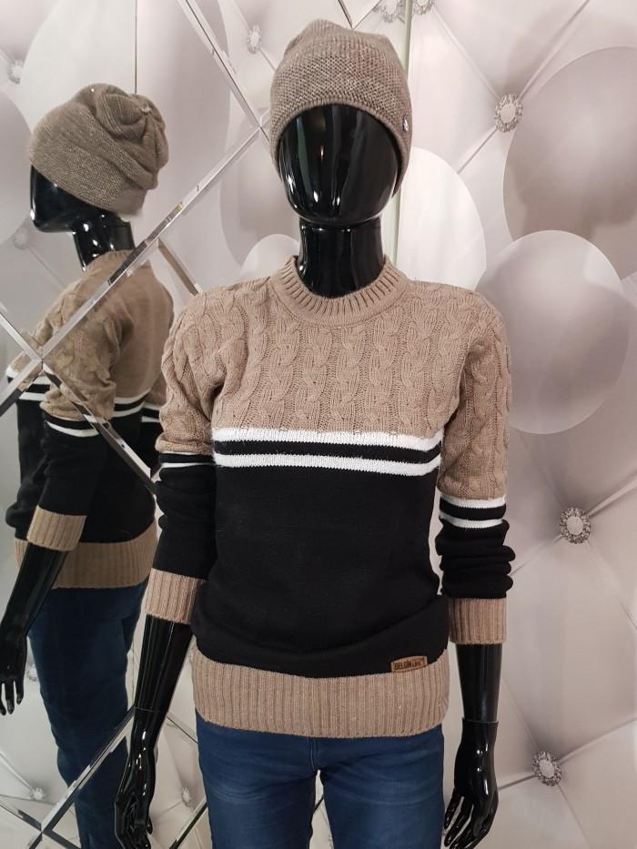 Теплий жіночий в'язаний двоколірний светр 947