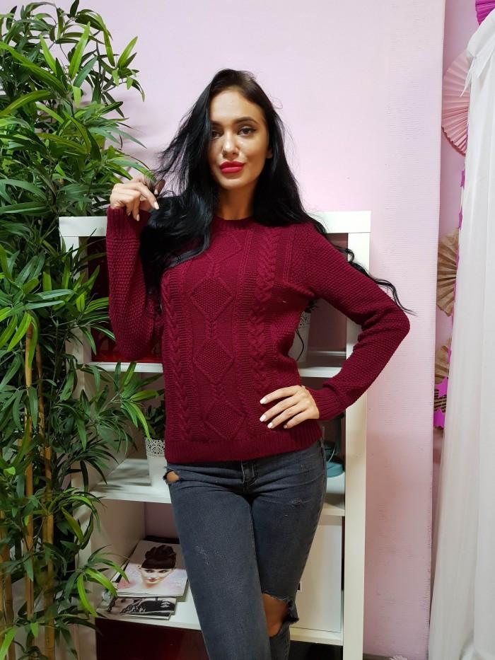 Красивый вязаный свитер бородового цвета 232