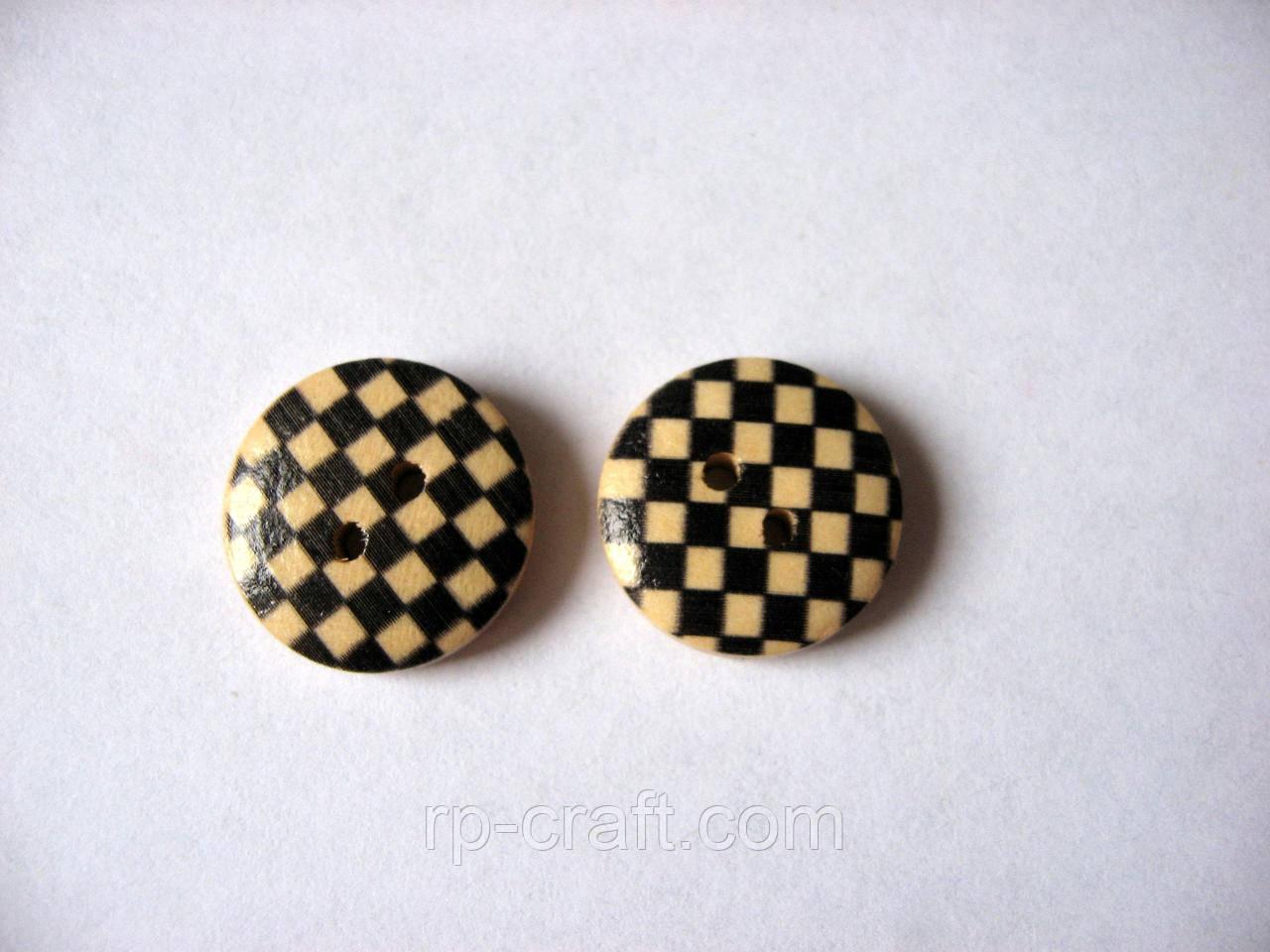 Пуговица деревянная, декоративная.  Круглая, в черную клетку, 15 мм