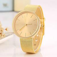Модные женские часы золотистые