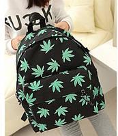 Рюкзак с листиками конопли.