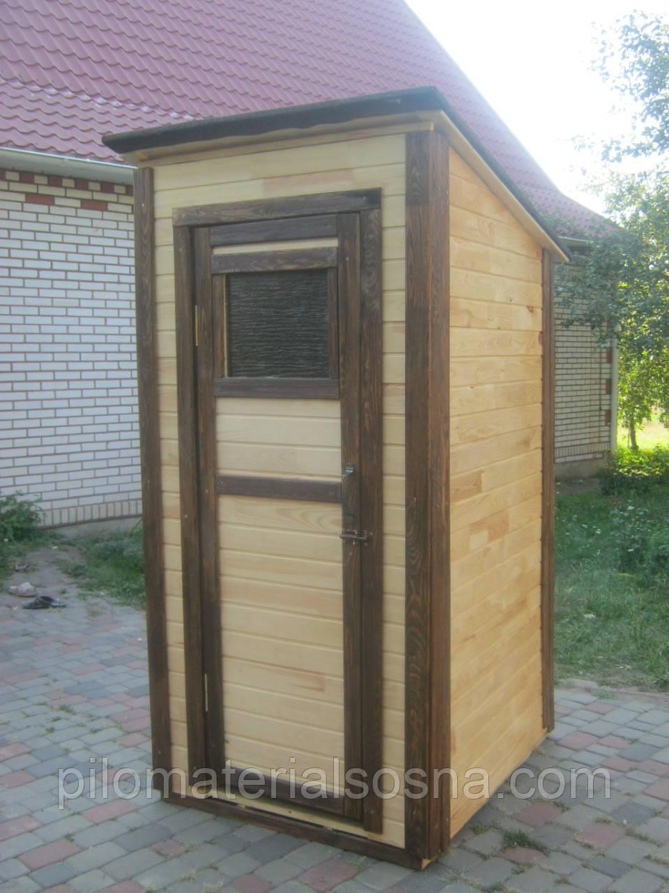Тулет дачный. Деревянный туалет с односкатной крышей