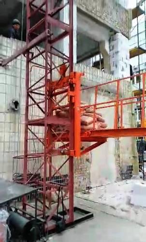 Висота підйому Н-27 метрів. Будівельний підйомник, вантажні будівельні підйомники з висувною платформою 750 кг