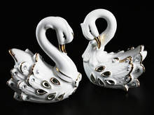 Лебеди фарфоровые