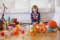 Ребенок не убирает игрушки? Что делать?