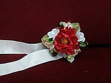 Бутоньерка на руку  красная/ цветочный браслет