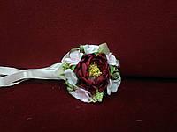 Бутоньерка на руку бордовая(цветочный браслет)