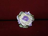 Бутоньерка на руку бежевая с сиреневым(цветочный браслет)