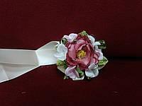 Бутоньерка на руку розовая (для свидетельницы)