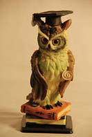 Статуэтка сова на книге Выпусник в академической шапочке 091201B