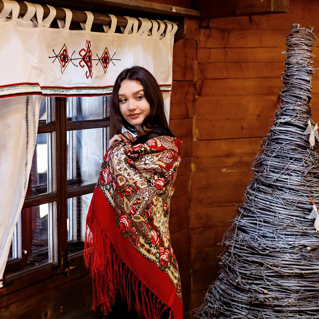 Красная павлопосадская красная шаль Вальс цветов