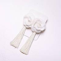 Сережки Кисті з квіткою білі d-38мм L-95мм