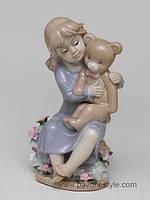 Фарфоровая фигурка Девочка с медвежонком (Pavone)