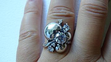 Серебряное женское кольцо с родиевым покрытием