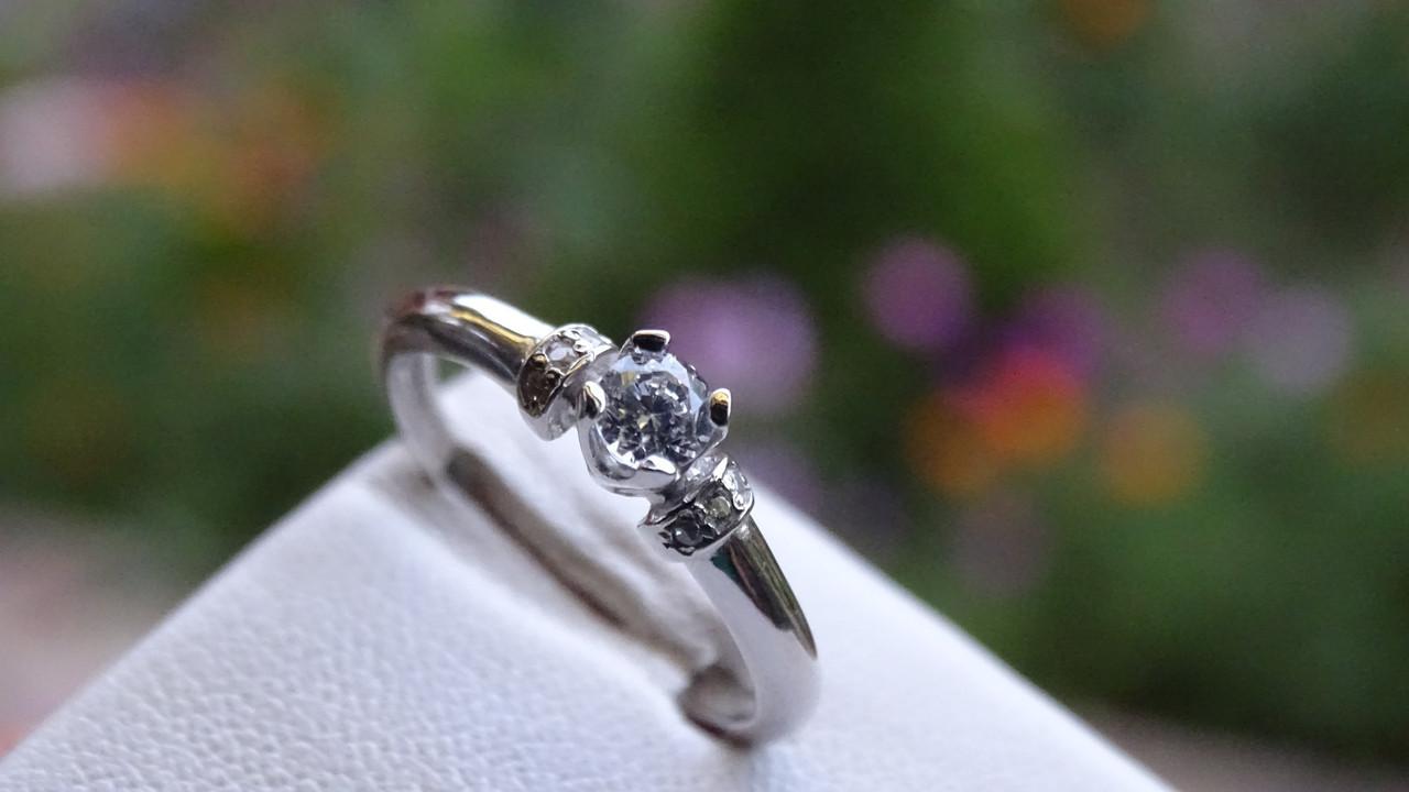 Серебряное женское кольцо с фианитом