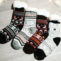 Женские вязаные носки с зимним узором