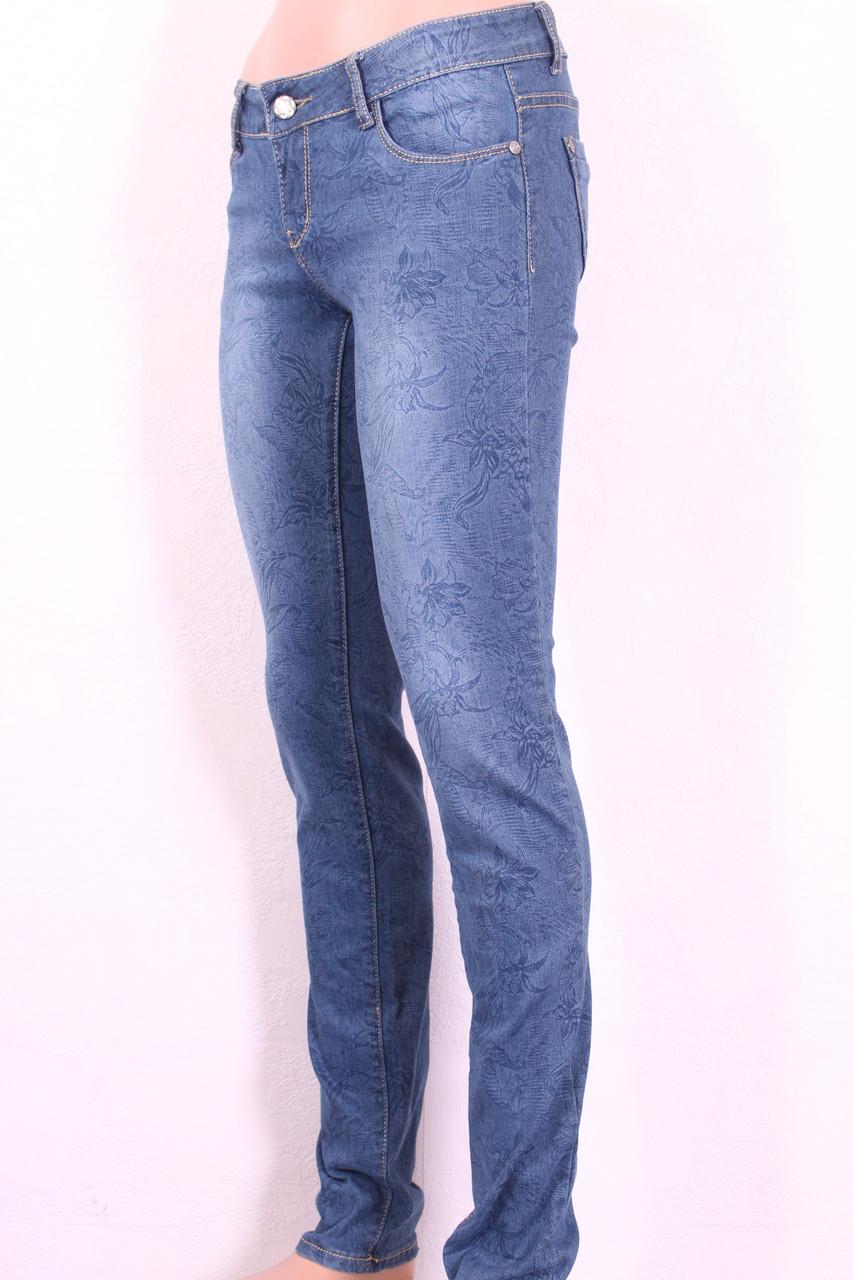 Модные женкие джинсы с принтом