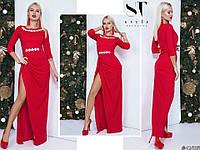 Нарядное красное удлиненное женское трикотажное платье декорировано стразами. Арт-7649/65