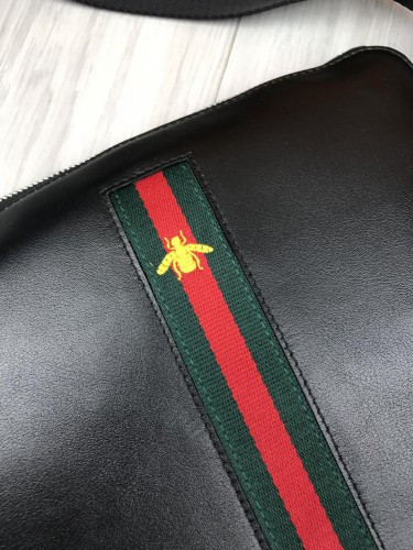 44a2d7637350 ... Кожаная женская сумка-планшетка Gucci черная сумочка планшет унисекс  через плечо кожа Гуччи люкс реплика ...