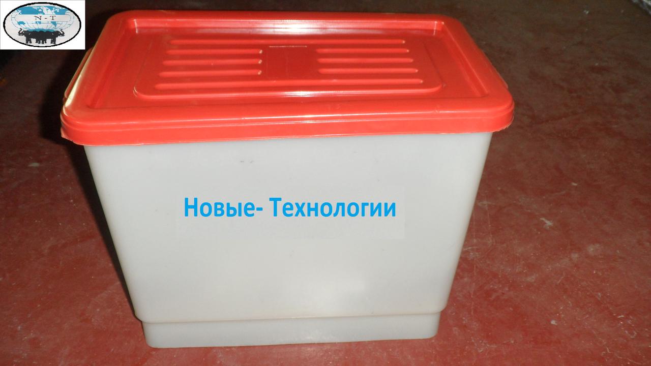 Бак для напування курей бройлерів перепелів кроликів для ніпельних поїлок. Ємність для ніпельного напування