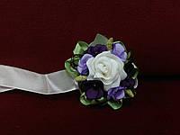 Бутоньерка на руку (цветочный браслет) айвори с фиолетовым