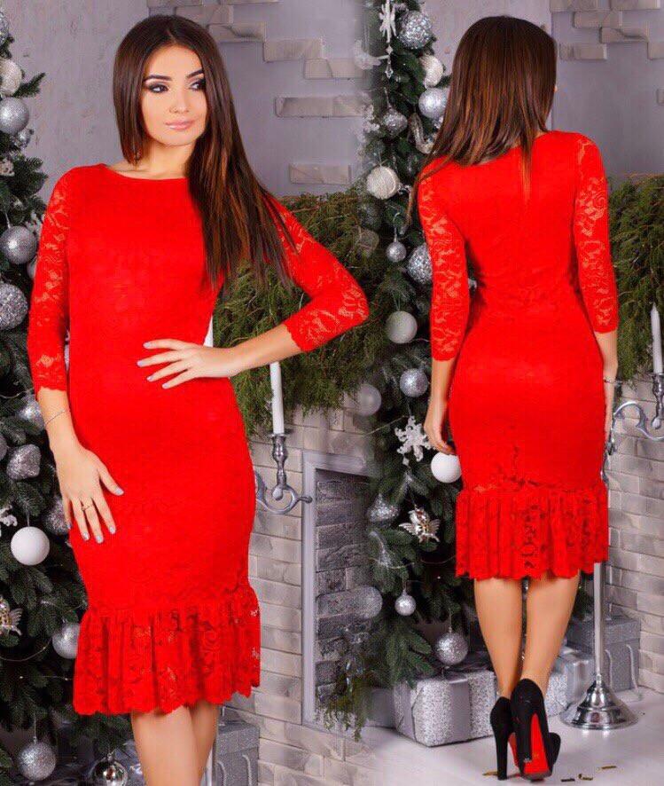 Приталенное гипюровое платье с воланами, красного цвета арт 8054-510
