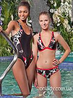 Слитный черный купальник (на фото слева) в бассейн на широких бретелях (S)