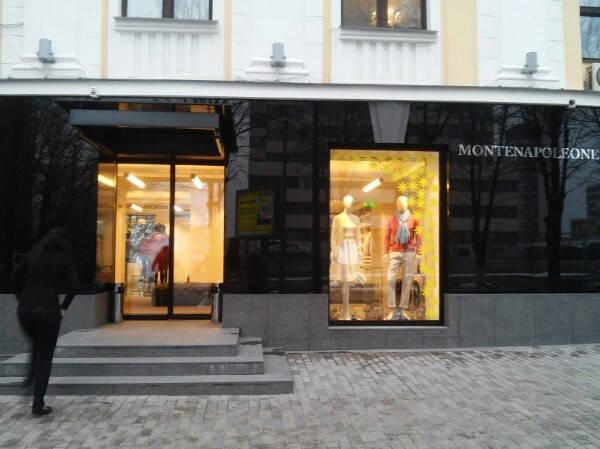 Оформление витрин бутик Monte Napoleone