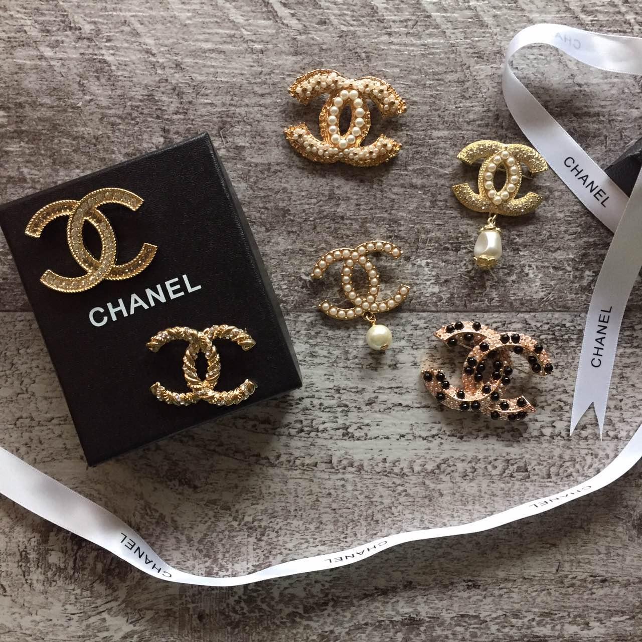 Брошь точная копия Chanel в коробке с ленточкой брошка на пальто блуз