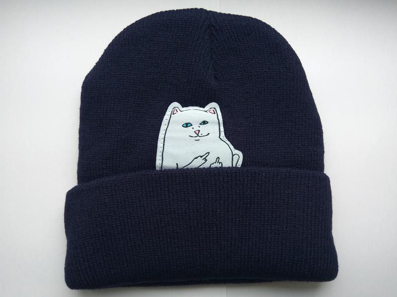 Зимняя шапка синяя с котом показывающий фак