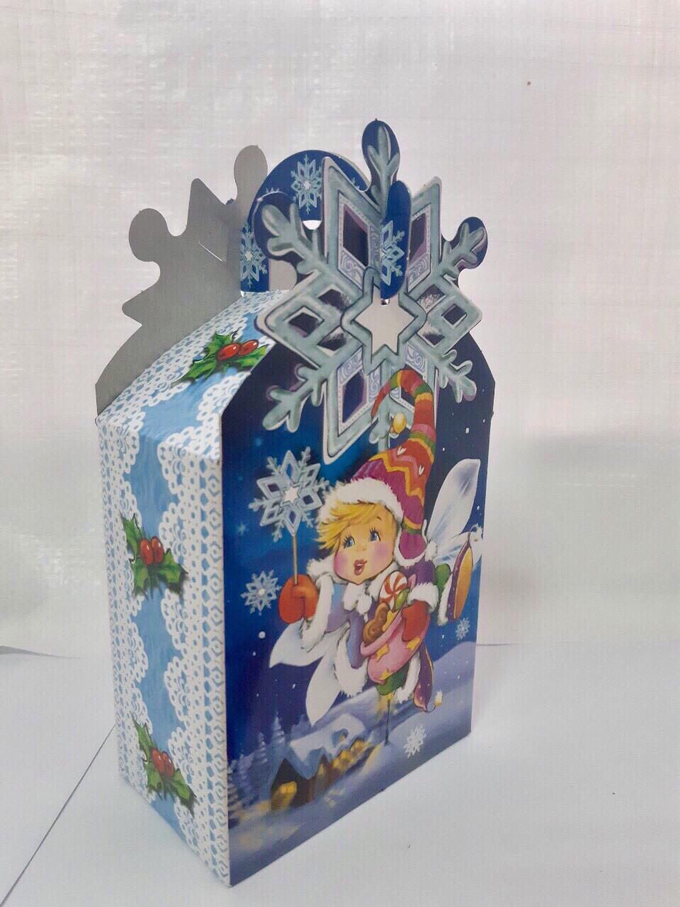 Новогодняя подарочная картонная упаковка (пакет) для конфет 200-250 грамм