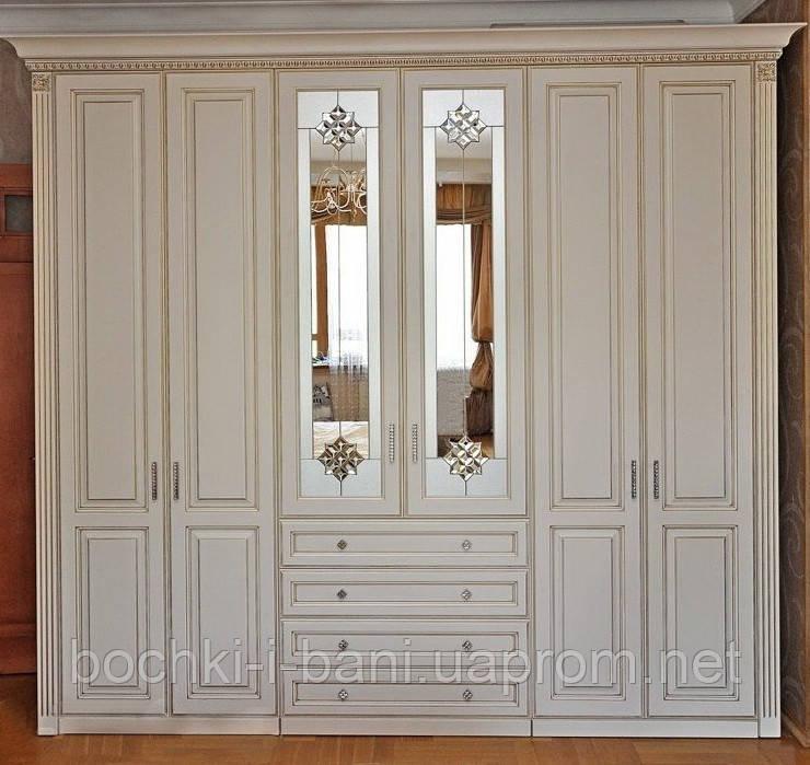 Шкаф из массива в классическом стиле