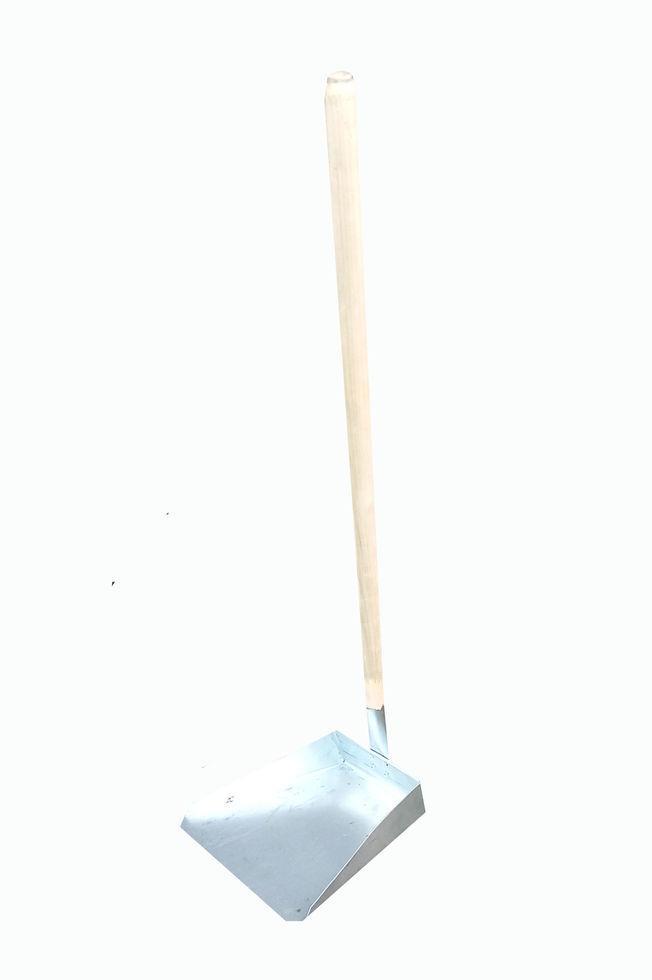 Совок для мусора оцинкованный большой с длинной деревянной ручкой h=90 см (Лентяйка)