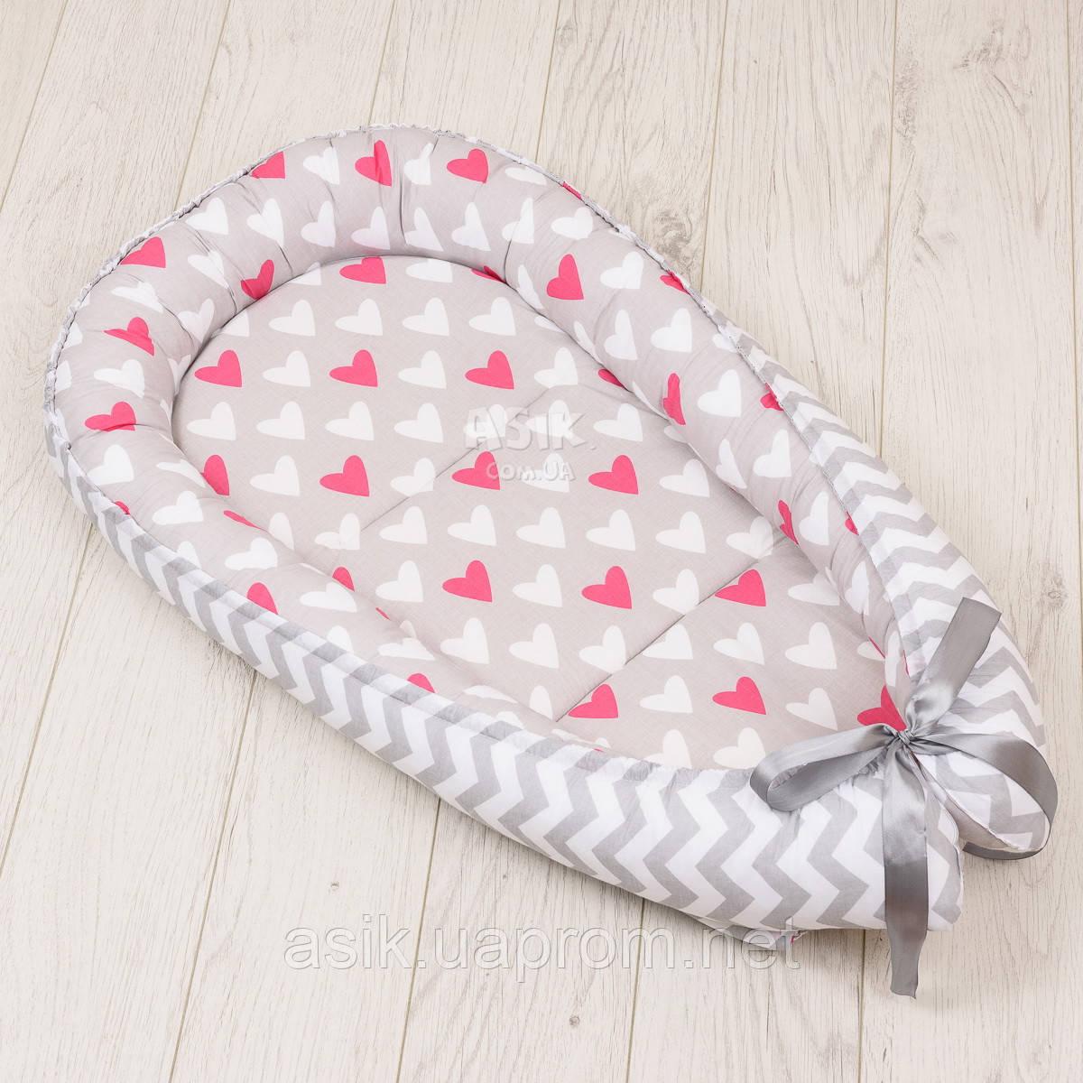 Кокон-гнёздышко для младенца Asik Амарантовые сердечки и серый зигзаг (КГ-7)