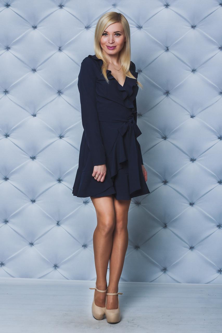 Короткое платье с рюшей темно-синее