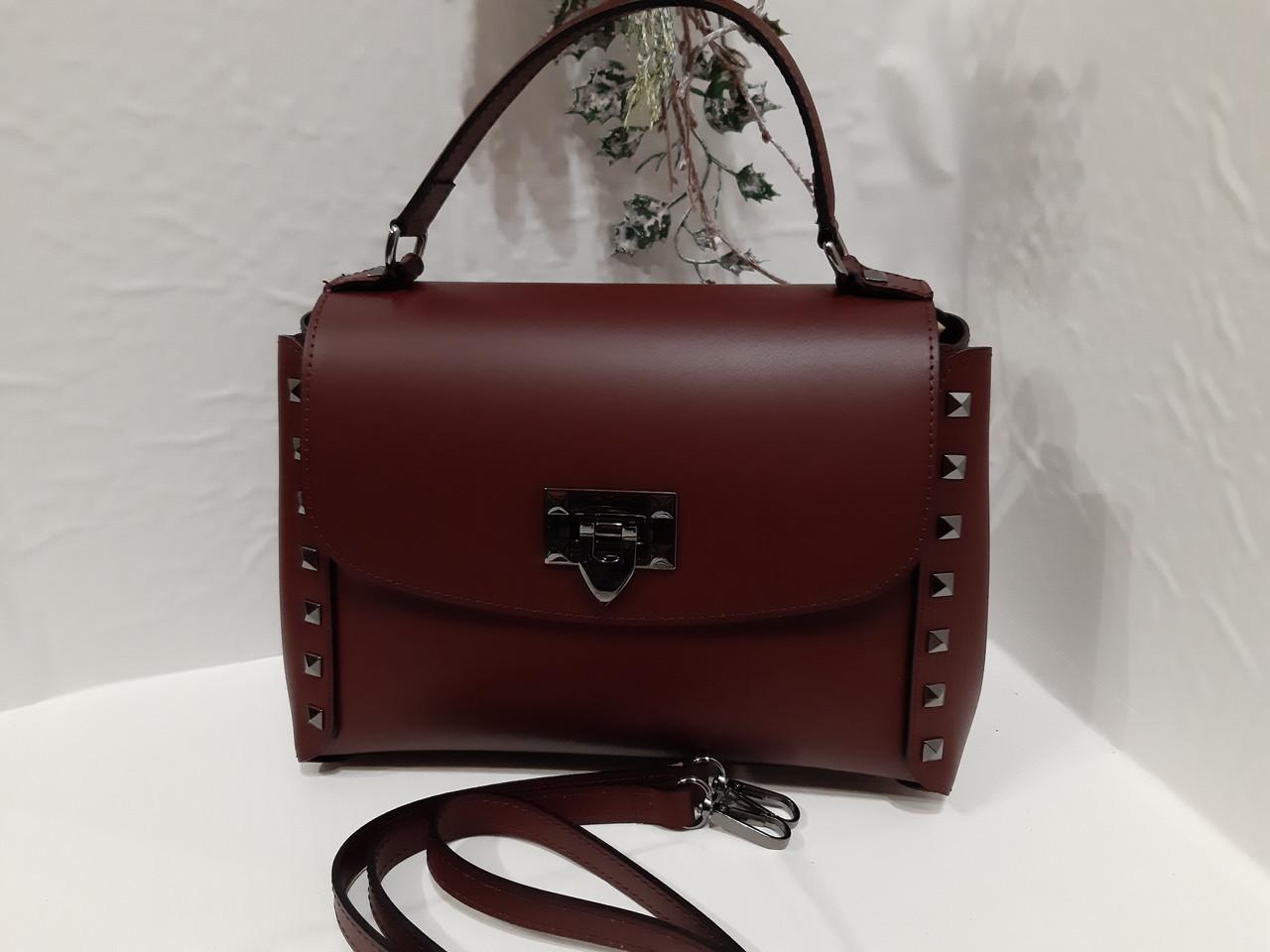 d81aabdef607 Женская кожаная сумка бордового цвета на короткую и длинную ручку на одно  отделение пл бокам заклепки