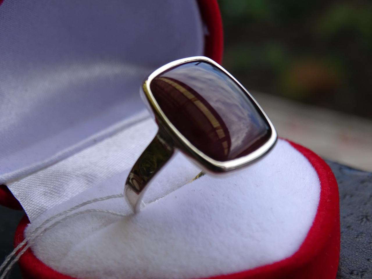 Серебряное женское кольцо с бурштином