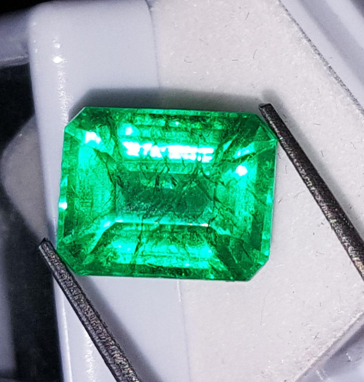 Натуральный кварц под цвет изумруда  8.07 Ct Подкрашен