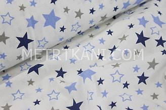 """Фланель детская  """"Разноцветный звездопад"""" синими и белыми звёзды на белом фоне №1298"""