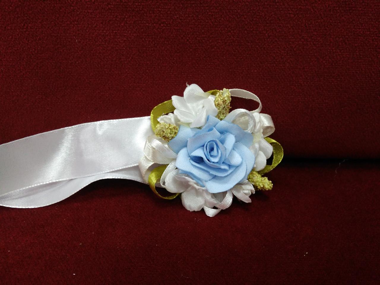 Бутоньерка на руку голубая (цветочный браслет)