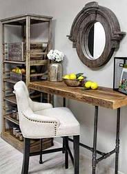 Зеркало в деревянной раме в лофт стиле