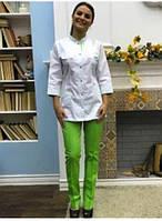 Медицинский костюм Пекин женский  белый с цветом лайм, кнопка лайм, фото 1