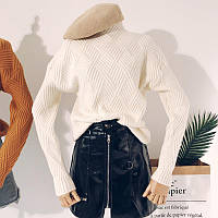 Женский теплый вязаный свитер с геометрическим узором белый