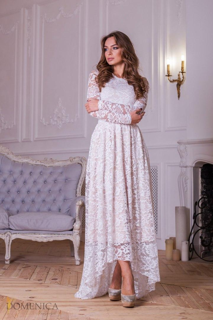 863cce6e691 Женственное длинное гипюровое платье в пол с асимметричным низом ...
