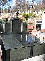 Памятник семейный